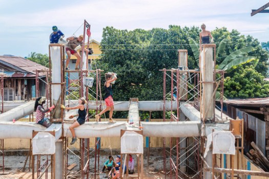 <a href='http://www.archdaily.com/777057/architects-team-up-with-khmer-women-to-build-a-community-centre-with-fabric-and-concrete'>Community Center in Cambodia by Orkidstudio and StructureMode</a>. Image Courtesy of Orkidstudio