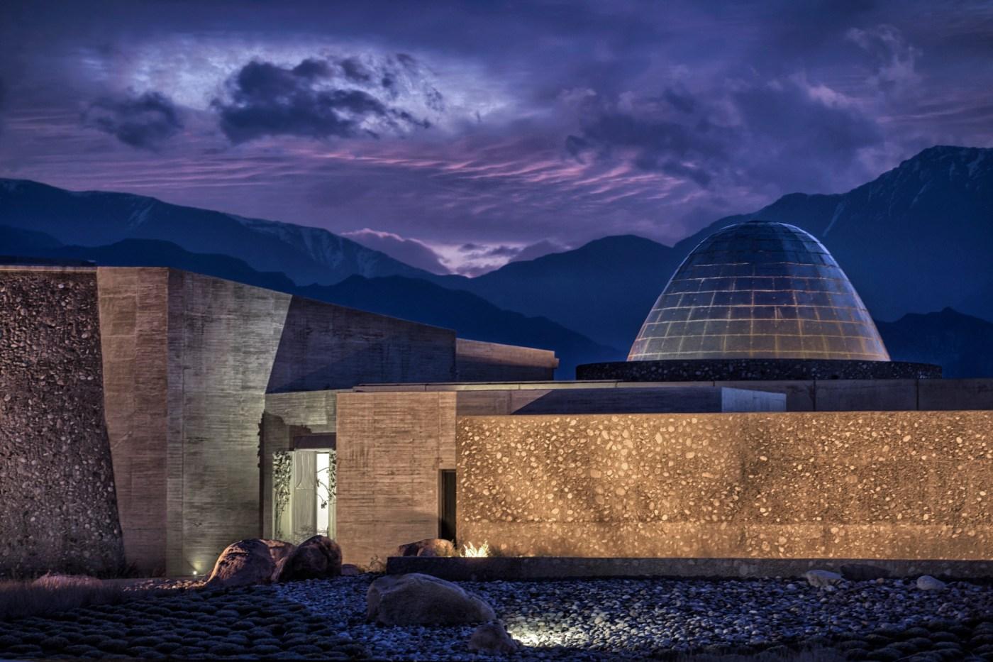 Galeria de Vinícola Zuccardi no Valle de Uco / Tom Hughes + ...