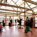 Casa de la Lluvia[de ideas]: cultural community space. Break dance workshop. Bogotá, 2013.. Image © Arquitectura Expandida. Courtesy of Curry Stone Design Prize