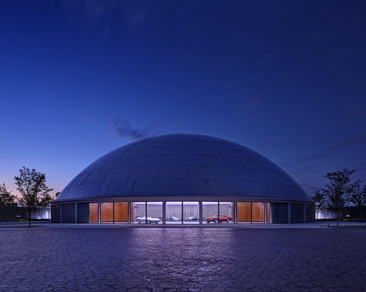 General Motors Design Auditorium / SmithGroupJJR. Image © James Haefner Photography