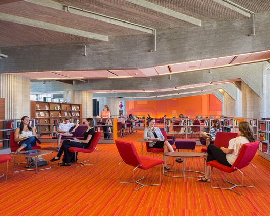 University of Massachusetts Dartmouth, Claire T. Carney Library / designLAB Architects. Image © Jonathan Hillyer
