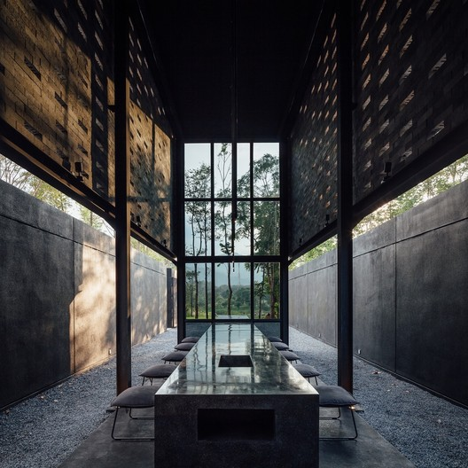 Winner in the Hospitality Architecture. Yellow Submarine Coffee Tank / Secondfloor Architects. Image © Ketsiree Wongwan
