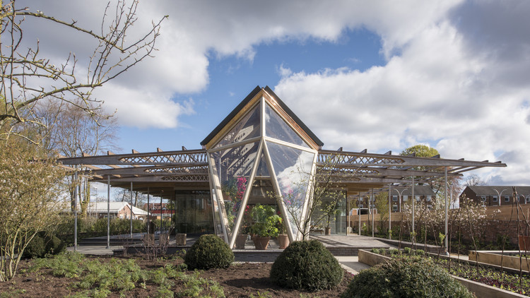 Winner in the Healthcare Architecture. Maggie's Cancer Centre Manchester / Foster + Partners. Image © Nigel Young / Foster + Partners
