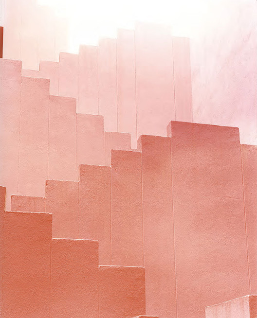Red Staircase 2. Image © Ola Kolehmainen. Cortesía de Galería SENDA