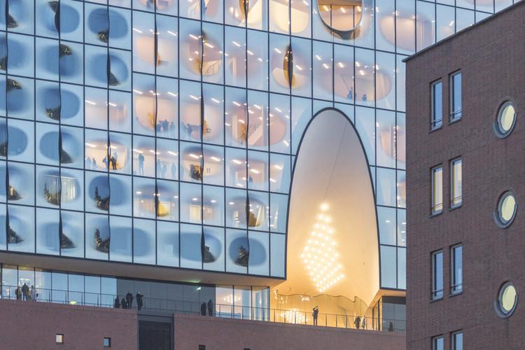 See How Herzog & de Meuron's Elbphilharmonie Hamburg Sits in Its Context, © Laurian Ghinitoiu