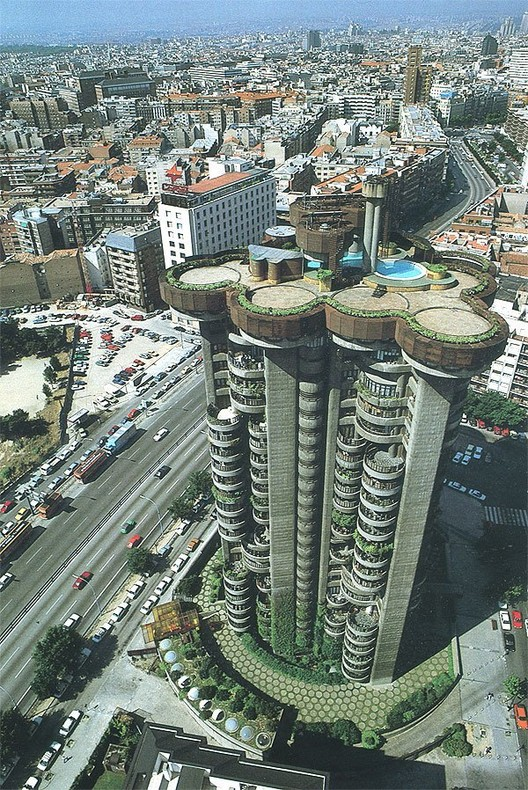 Torres Blancas. Image vía Urbarama.com