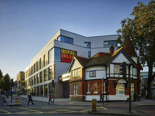 © Timothy Soar. ImageThe Library at Willesden Green / AHMM