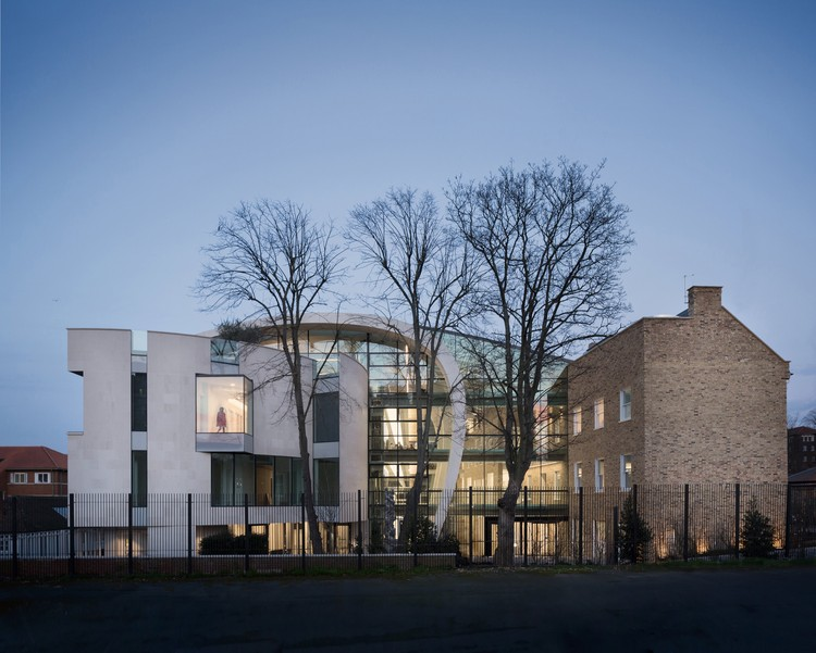 © Adam Scott. ImageThe Fetal Medicine Center (Windsor Walk) / A21 Architects