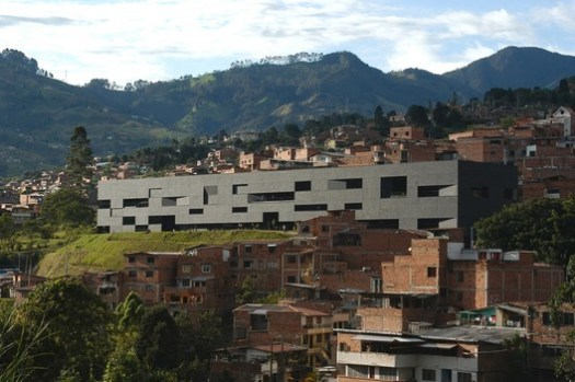 Fernando Botero Public Library/ G Ateliers Architecture. Image © Orlando Garcia