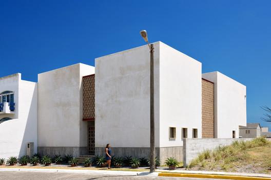 © Adrian Llaguno / Documentacion Arquitectonica