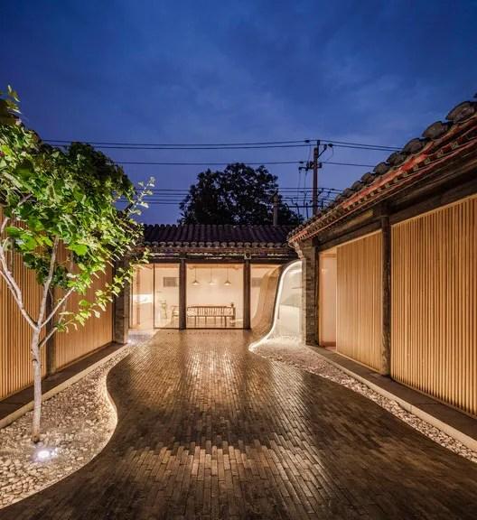 Courtyard view at night. Image © Wang Ning, Jin Weiqi