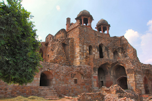 The Purana Qila, less than 200 meters from the Hall of Nations site, is covered by the Heritage Conservation Committee due to its age.. Image© <a href='https://www.flickr.com/photos/robphoto/2748901660'>Flickr user robphoto</a> licensed under <a href='https://creativecommons.org/licenses/by/2.0/'>CC BY 2.0</a>