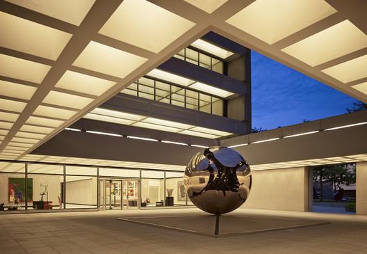 American Enterprise Group: Entrance Court. Image © Nick Marrick Hedrich Blessing (2015)