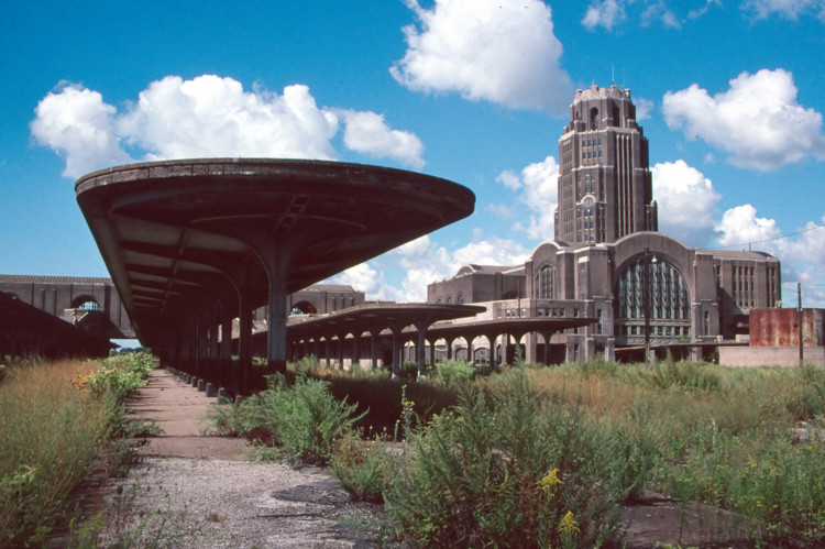 © <a href='https://commons.wikimedia.org/wiki/File:Buffalo_Central_Terminal_(4844255509).jpg'>Usuário Wikimedia Bruce Fingerhood</a> licença <a href='https://creativecommons.org/licenses/by/2.0/deed.en'>CC BY-2.0</a>