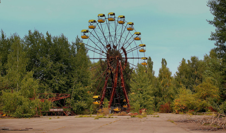 © <a href='https://commons.wikimedia.org/wiki/File:AMUSEMENT_PARK_AT_PRIPYAT_NEAR_THE_CHERNOBYL_PLANT_NOW_ABANDONED_UKRAINE_SEP_2013_(10006421786).jpg'>Usuário Wikimedia calflier001</a> licença <a href='https://creativecommons.org/licenses/by/2.0/deed.en'>CC BY-2.0</a>