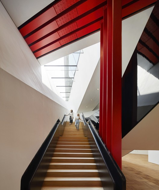 Descending staircase, the V&A Exhibition Road Quarter. Image © Hufton + Crow