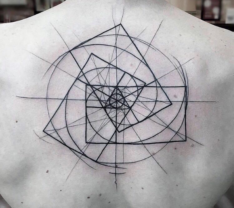 118 impresionantes tatuajes de arquitectura,Javier Moreno. <a href='https://www.facebook.com/photo.php?fbid=10154443370437084&set=p.10154443370437084&type=3&theater'>Via Facebook</a>