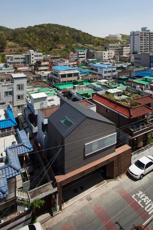 © Yoon Dong-gyu
