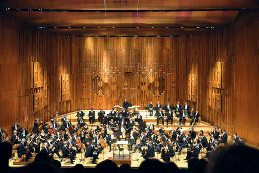 Barbican Hall, the current home of the London Symphony Orchestra. Image © Wikimedia user FA2010. Image is in the public domain