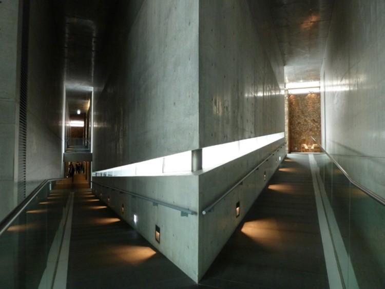 Vía <a href='http://https://designforbyofkorea.com/2013/11/12/museum-san/'>Design for by of Korea</a>