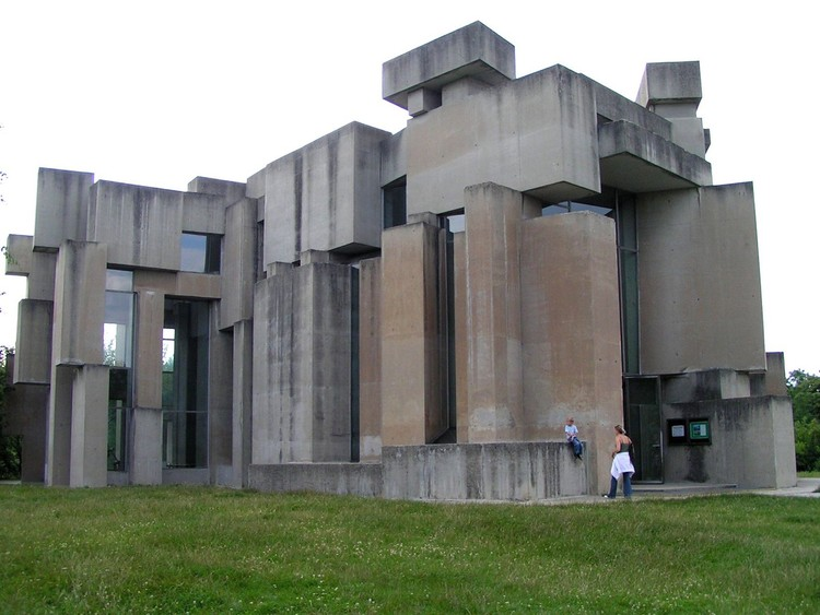 © <a href='http://https://commons.wikimedia.org/wiki/File:Wotruba_kirche.jpg'>Wikimedia User Ninanuri. Licensed under CC-BY-SA-3.0</a>