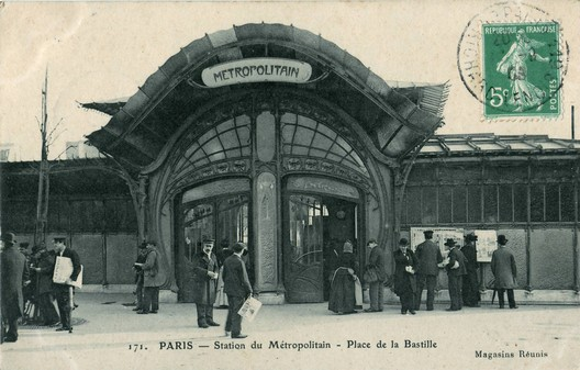 "Place du Bastille (Carte postale ancienne éditée par les Magasins Réunis). © <a href=""https://commons.wikimedia.org/wiki/File:Magasins_R%C3%A9unis_171_-_PARIS_-_Station_du_M%C3%A9tropolitain_-_Place_de_la_Bastille.JPG"">Claude_Villetaneuse</a> (1908) licensed under Public Domain. Image Courtesy of Claude Villetaneuse"