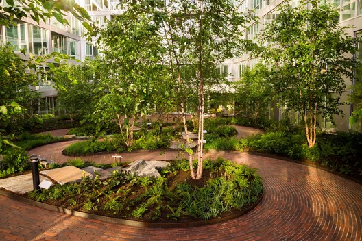 Paving/Landscape: VIA 57 West; New York, New York. Image © Starr Whitehouse Landscape Architects and Planners