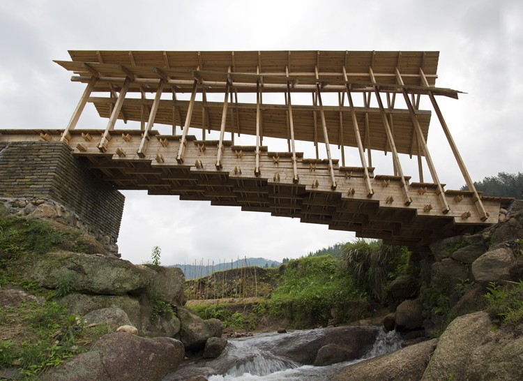 Wind and Rain Bridge / Donn Holohan. Image Courtesy of University of Hong Kong