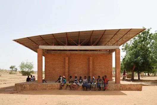 Escola Primária em Gando. Imagem © Erik Jan Owerkerk