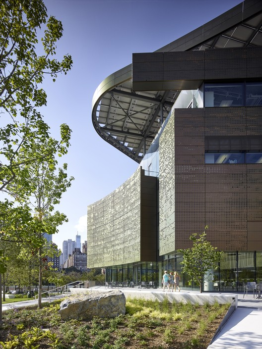 The Bloomberg Center / Morphosis. Image © Matthew Carbone for Morphosis