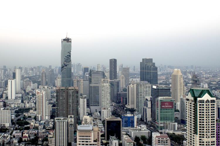 Bangkok <a href='https://www.flickr.com/photos/97114498@N04/35268984381/in/photolist-VX2AUg-eN1jrH-eMgCm2-UDA24S-VW2kPe-VJALiB-VJAHVv-eMgDeT-dHiPy2-mPrmqH-dDfNsr-fqCXar-6kBB1m-e4qHdD-6aAzg5-h93bMB-7Dk5GN-mfbh82-fDHqqd-m7QEmR-5SVWeY-dEc23B-e28gGW-fSNiV-n8gKsK-VJAxGe-Sd5YoB-bXj3WH-doa6ba-dE4VpW-eGrAcK-deqqTb-Rx97pA-dFCgcu-4dEPsV-dyAiDT-dbKF5s-mfcewM-bFhKG8-eGxGUm-7od7Kx-8GPfP8-s7LHkS-4jSCFu'> Pier Alessio Rizzardi </a> licensed under <a href='https://creativecommons.org/licenses/by/2.0/'> CC BY 2.0</a>
