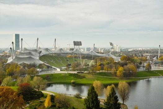 Munich Olympic Stadium / Behnisch and Partners & Frei Otto. Image <a href='https://www.flickr.com/photos/schmollmolch/8233735185/in/photolist-dxA3Bt-dmE3Mb-RTcdSo-8DrTEN-8DoPvF-8DrSj9-he3HK7-bPTqfe-8L2uf6-dmE7mB-dmE8BP-nxca-dmEguU-bSV5te-zBFNnF-5jEmzd-VTKoGs-bE1kPw-68LXjD-8DoP3K-FdLXBz-atK7FP-5r1pJ-6EY13j-5jA5BK-8DoL9X-schro-oQEgnF-6DJhGS-TwB171-nxas-bAYL81-4Ub8vS-MUZiQM-eBxph8-PKeJTX-5ccQsd-5c8yLx-5c8Aqp-eBAxPN-FdLXB4-mjH4XK-NdSKj-mjJUz1-mjKdsq-ZZev1T-5c8zkF-bPTppp-7afCkh-5ccRvU'>© Christian Scheja via Flickr</a> License CC BY 2.0