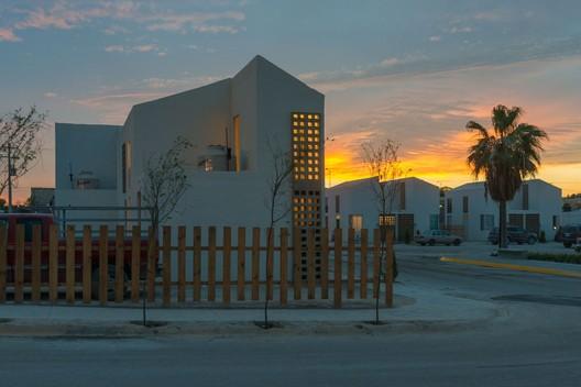 Housing in Ciudad Acuña, Mexico, 2015. Image © Jaime Navarro