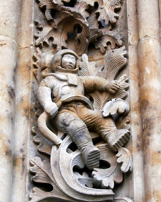 The astronaut carving on the Catedral Nueva in Salamanca, Spain. Image © <a href='https://commons.wikimedia.org/wiki/File:Sculpture_of_astronaut_added_to_New_Cathedral,_Salamanca,_Spain,_during_renovations.JPG'>Wikimedia user Marshall Henrie</a> licensed under <a href='https://creativecommons.org/licenses/by-sa/3.0/deed.en'>CC BY-SA 3.0</a>
