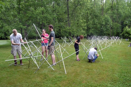 Parametric Tensegrity Structure for Local Art Fair. Image © Gernot Riether
