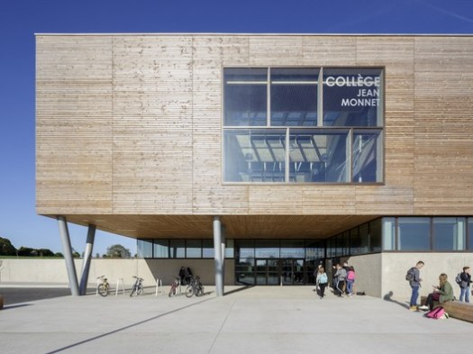 Collège Jean Monnet Broons (Broons, Bretagne, France) / Dietrich | Untertrifaller Architekten and Colas Durand Architectes. Image Courtesy of Wood Design & Building Awards
