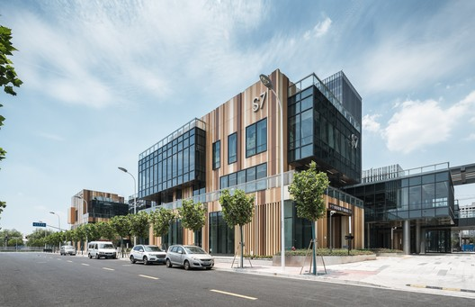 DSC01320 The New Bund World Trade Center - Phase 1 / Benoy Architecture