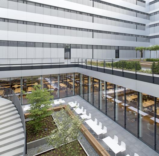 490_CH_33 Canteen for Rohde & Schwarz / landau+kindelbacher Architekten Innenarchitekten Architecture