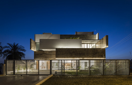 4 Residence 414 / Charged Voids Architecture