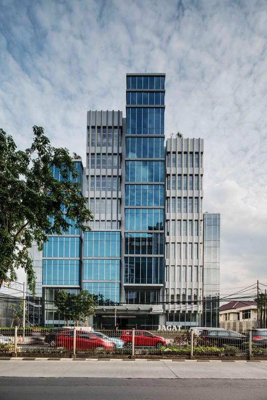 JGT-178 Jagat Tower / Sindhu Hadiprana Design Consultant & Studio Sa_e Architecture