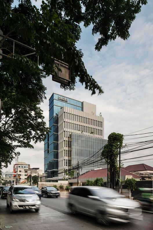 JGT-183 Jagat Tower / Sindhu Hadiprana Design Consultant & Studio Sa_e Architecture
