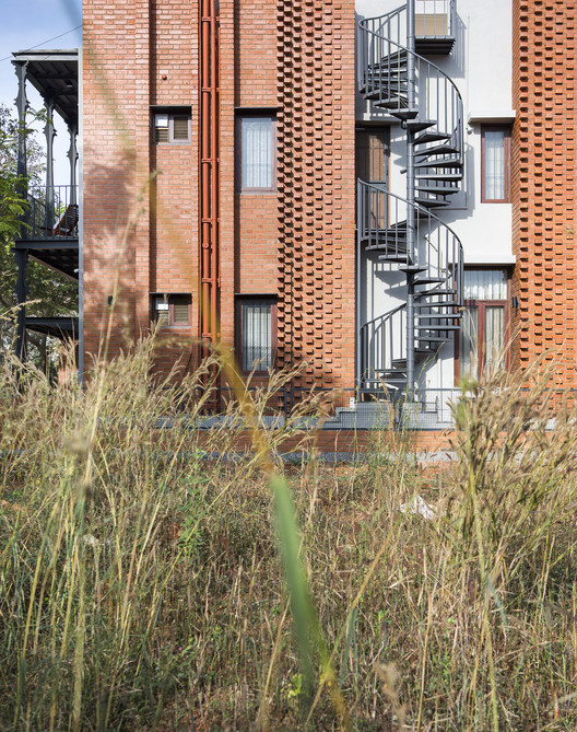 6 Corbel House / Kamat & Rozario Architecture Architecture