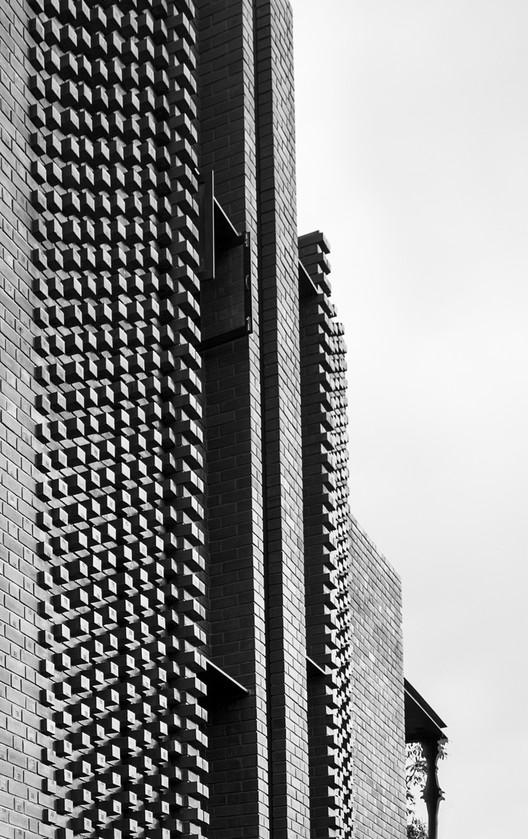 24 Corbel House / Kamat & Rozario Architecture Architecture