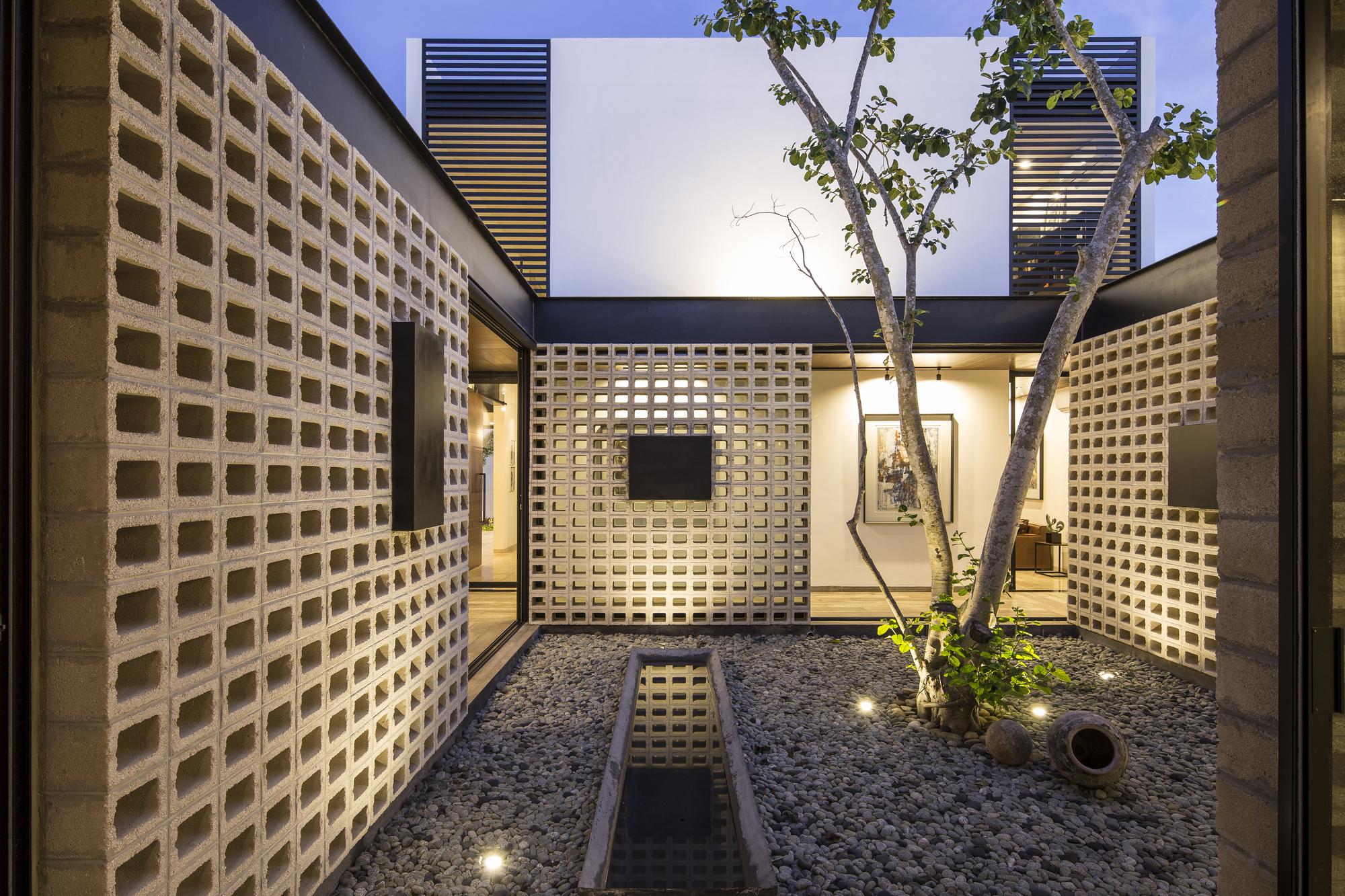 Un Patio  P11 Arquitectos  ArchDaily