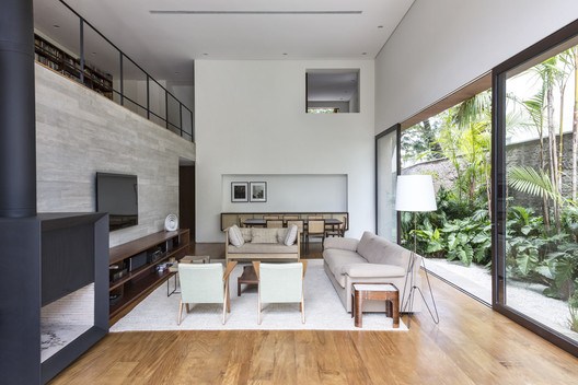 12 Pinheiros House / Felipe Hess Arquitetos Architecture