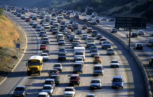Traffic on the freeway in Los Angeles. Image <a href='http://https://pxhere.com/en/photo/622467'>available in the public domain</a>