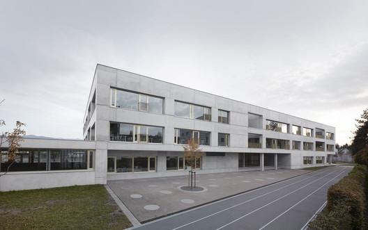 Schule_Schendlingen_Bregenz_2_%C2%A9_Foto_Adolf_Bereuter Schendlingen School / studio bär + Bernd Riegger + Querformat Architecture