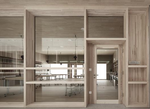 Schule_Schendlingen_Bregenz_13_%C2%A9_Foto_Adolf_Bereuter Schendlingen School / studio bär + Bernd Riegger + Querformat Architecture