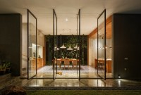 Inside Outside House / Tamara Wibowo Architects | ArchDaily