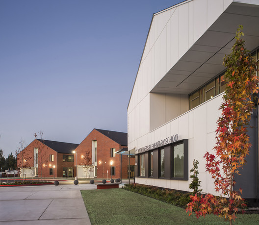 LWES_-_Entry_Close Lake Wilderness Elementary School / TCF Architecture Architecture
